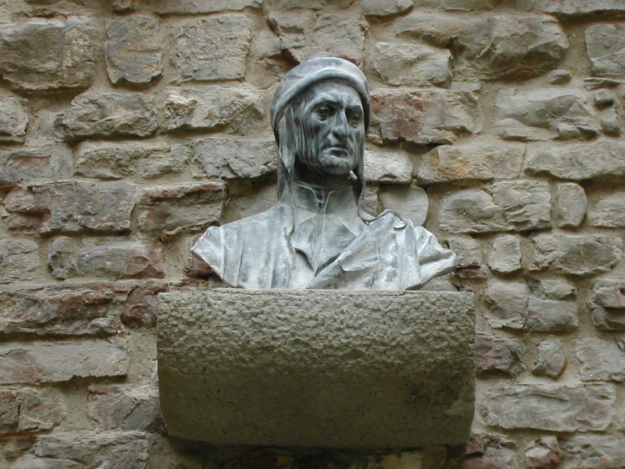 Bust of Dante on Dante's House in Florence.